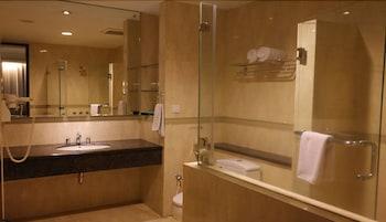 Grage Hotel Cirebon - Bathroom  - #0