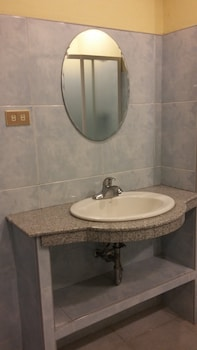 Dumaguete Royal Suite Inn Bathroom Sink