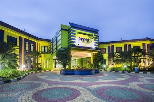 . PrimeBiz Hotel Karawang
