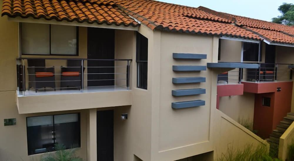 Wayak Hotel Suites Qantas Hotels