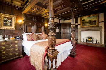 Double Room (Historical Character)