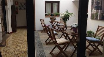 https://i.travelapi.com/hotels/13000000/12350000/12342200/12342131/bead2b07_b.jpg