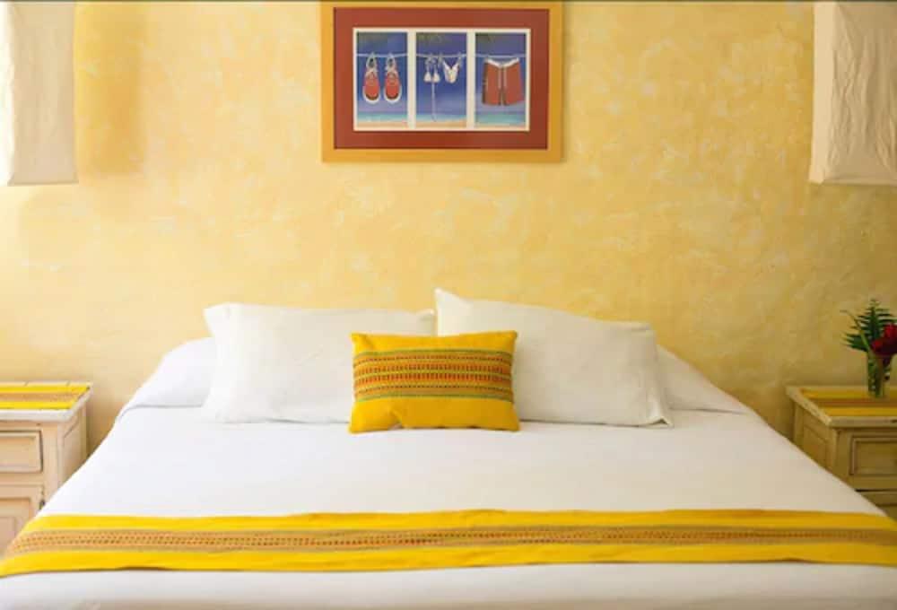 https://i.travelapi.com/hotels/13000000/12350000/12342600/12342517/2df59d96_z.jpg