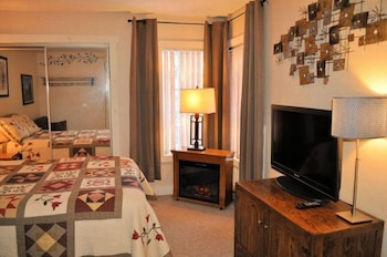 119 Snow Ridge Village at Jack Frost Ski Area Sleeps 6-7 on Pond