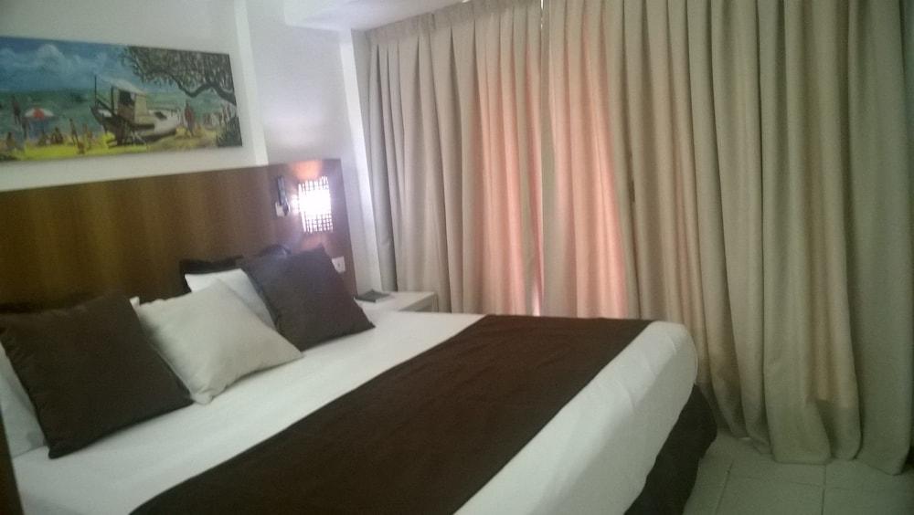 https://i.travelapi.com/hotels/13000000/12370000/12366100/12366012/9f15fe6f_z.jpg