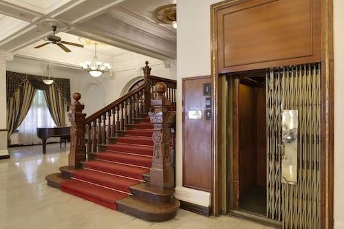Queen's Hotel, K.F.G. & G. Korale