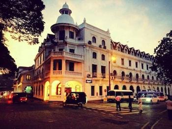 Queen`s Hotel