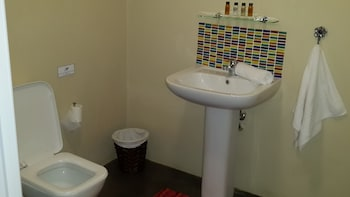 Pumleni Guesthouse - Bathroom  - #0