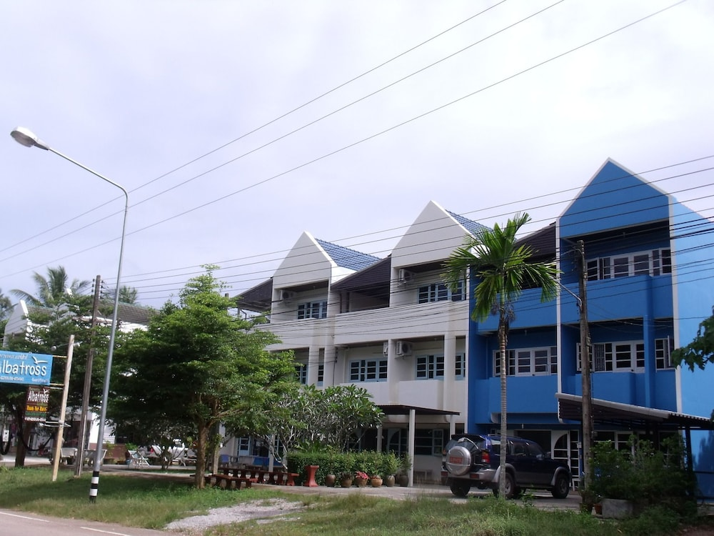Albatross Guesthouse Thungwualaen Beach