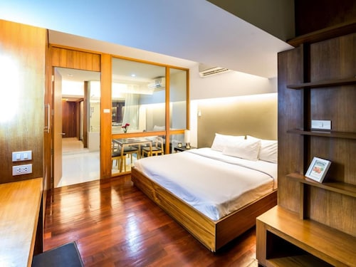 Laemtong Service Apartment, Si Racha