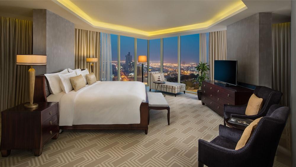 https://i.travelapi.com/hotels/13000000/12390000/12380800/12380703/0ef1b7ba_z.jpg