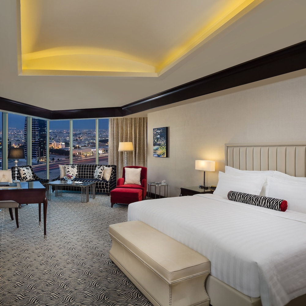 https://i.travelapi.com/hotels/13000000/12390000/12380800/12380703/2938452a_z.jpg