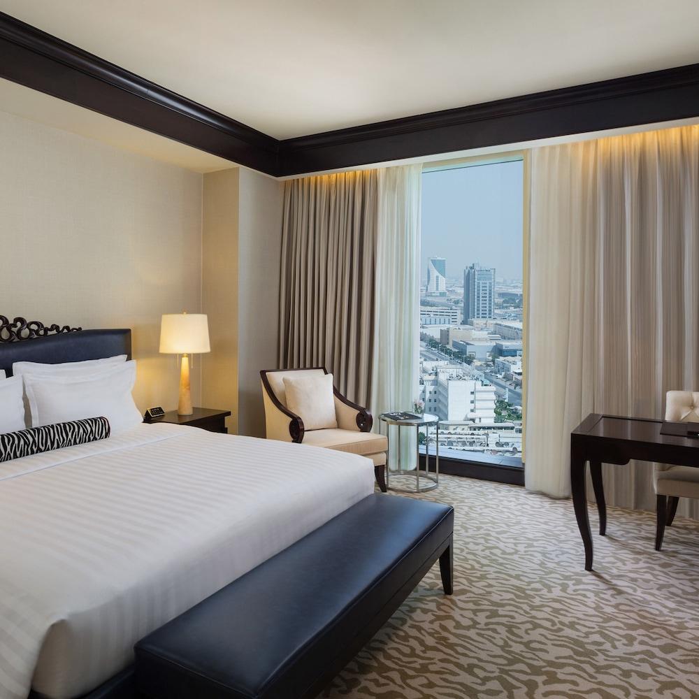 https://i.travelapi.com/hotels/13000000/12390000/12380800/12380703/c59dedcf_z.jpg