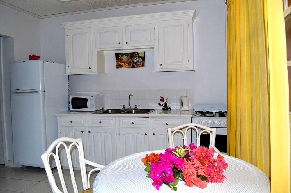 Beachcross Villa Apartments,