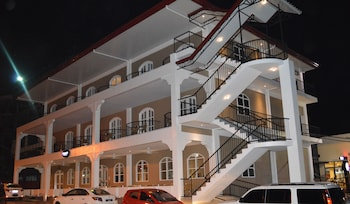 Kingsley's Hotel And Gastro Pub Pampanga Exterior