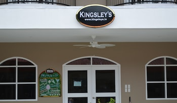 Kingsley's Hotel And Gastro Pub Pampanga Property Entrance