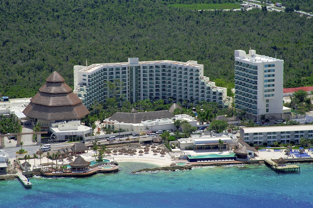 https://i.travelapi.com/hotels/13000000/12420000/12410600/12410582/16cdcbb7_z.jpg