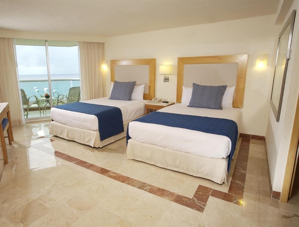 https://i.travelapi.com/hotels/13000000/12420000/12410600/12410582/16eae79c_z.jpg
