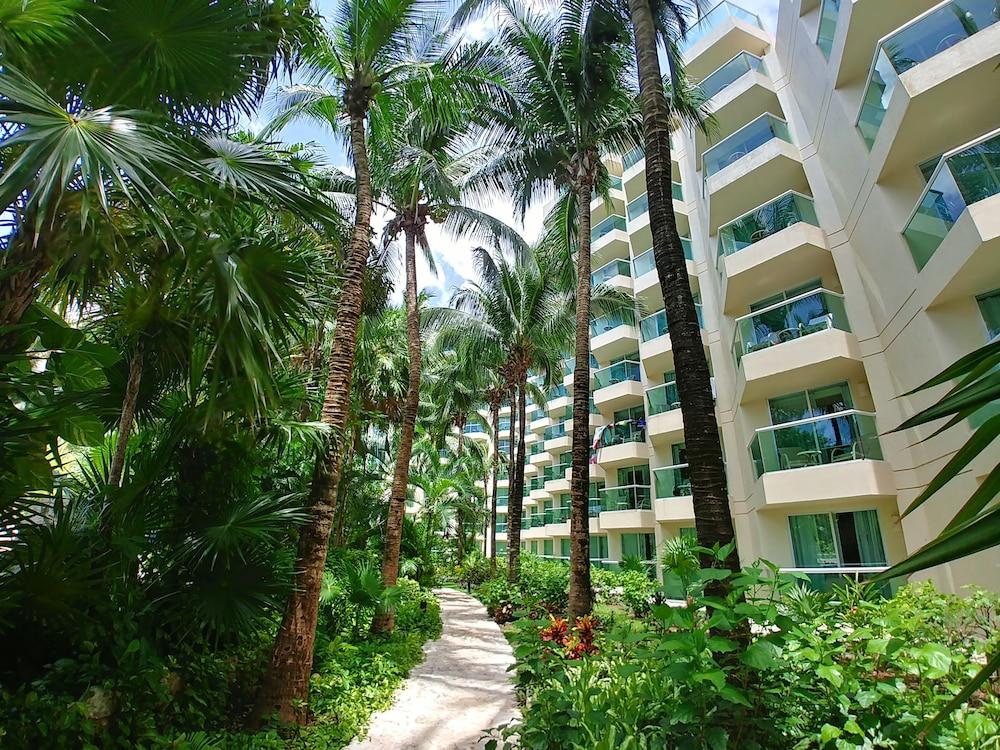 https://i.travelapi.com/hotels/13000000/12420000/12410600/12410582/5866d945_z.jpg
