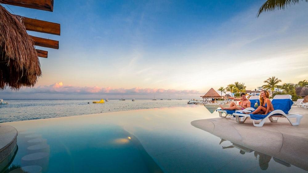 https://i.travelapi.com/hotels/13000000/12420000/12410600/12410582/6297d60b_z.jpg