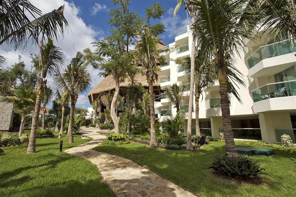 https://i.travelapi.com/hotels/13000000/12420000/12410600/12410582/6693cec1_z.jpg