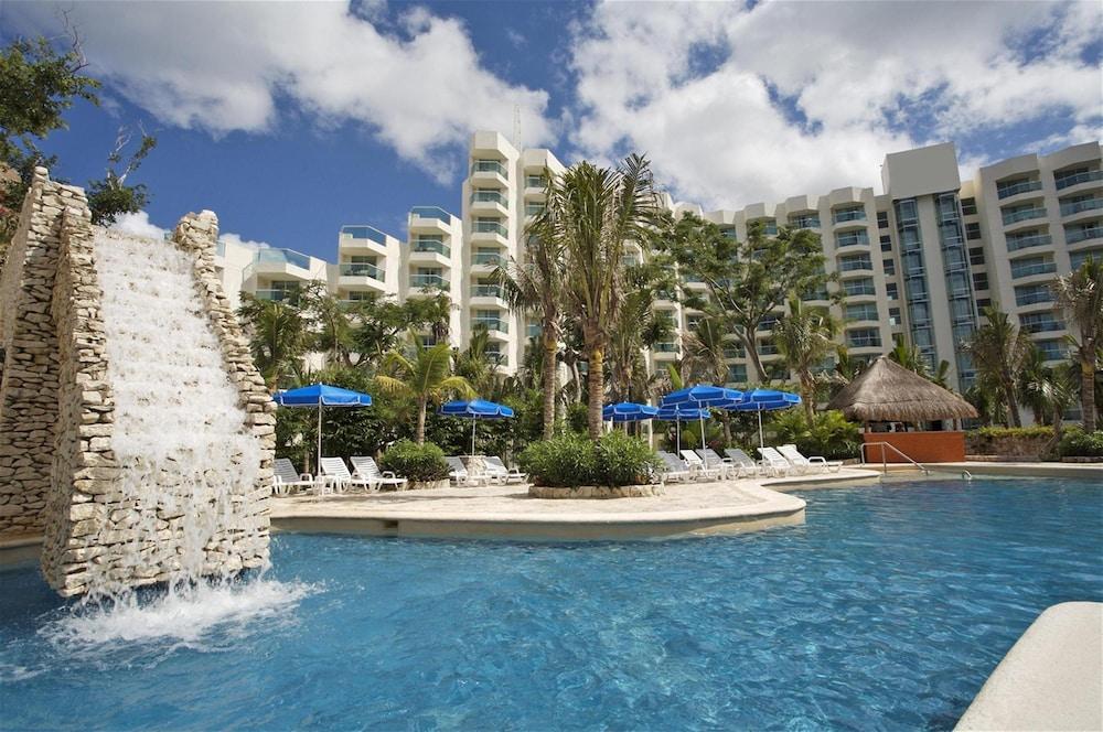 https://i.travelapi.com/hotels/13000000/12420000/12410600/12410582/790ce96d_z.jpg