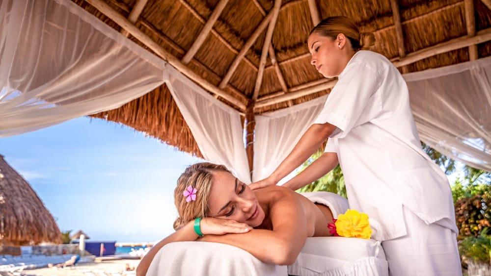 https://i.travelapi.com/hotels/13000000/12420000/12410600/12410582/d09e21a5_z.jpg