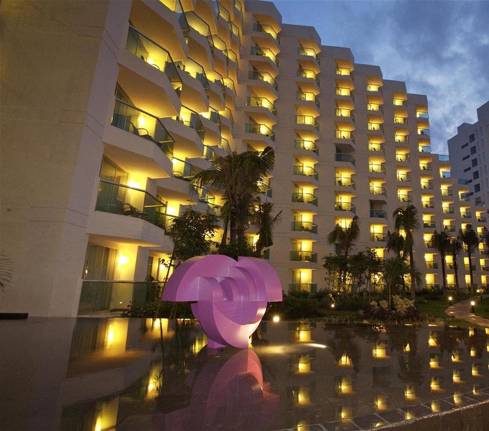 https://i.travelapi.com/hotels/13000000/12420000/12410600/12410582/d6ffffa4_z.jpg