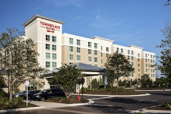 Exterior at TownePlace Suites Orlando @ Flamingo Crossings West Entrance in Winter Garden