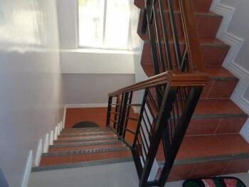 Residenz Guesthouse Cebu Staircase
