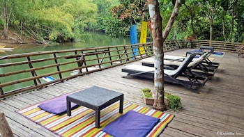 Love And Peace Deep Jungle And River Resort Palawan Sundeck