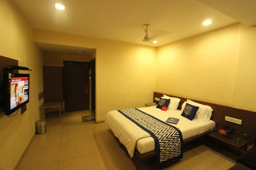 OYO 1370 Hotel Akash, Surat