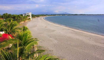 Bakasyunan Resort Zambales - Beach  - #0