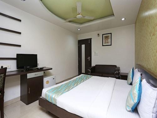 OYO 1552 Hotel Midland, Sehore