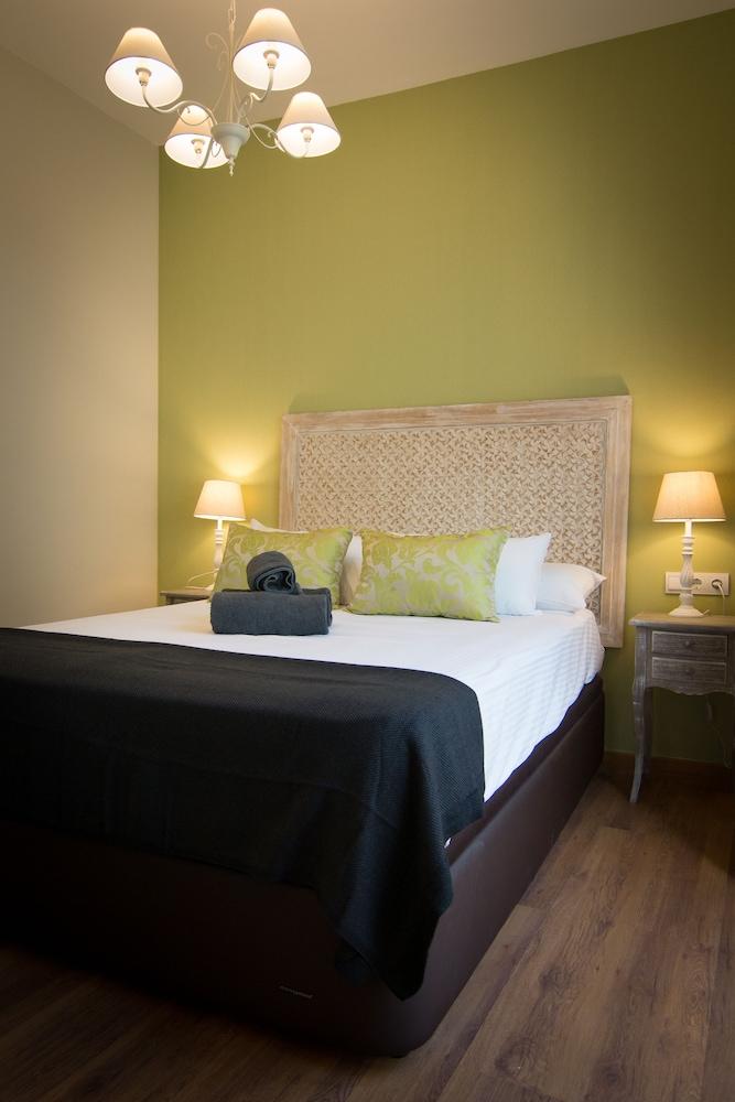 https://i.travelapi.com/hotels/13000000/12430000/12421000/12420904/205f8f08_z.jpg