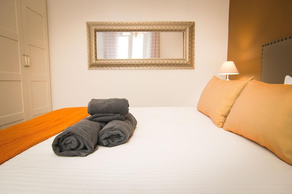https://i.travelapi.com/hotels/13000000/12430000/12421000/12420904/6c8705b5_z.jpg