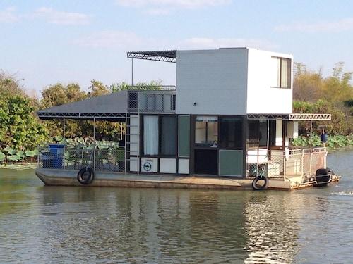 Corroboree Houseboats, South Alligator