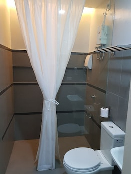 F2M Tower Legazpi Bathroom