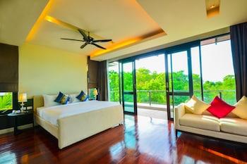 Suite Room Pool View