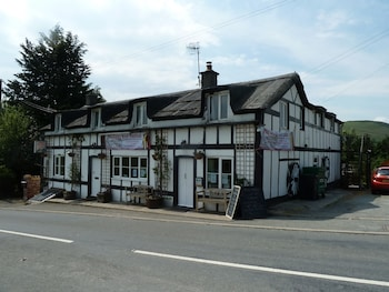 Mid Wales Inn - Featured Image  - #0