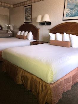 Standard Room, 2 Queen Beds, Fireplace (2nd Floor)