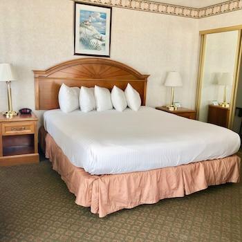 Room, 1 King Bed, Ocean View (Upper Floor, Jacuzzi)