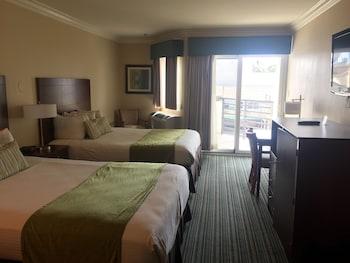 Standard Room, 2 Queen Beds, Balcony (Upper Floor)