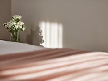 Room, 1 King Bed (Howard)