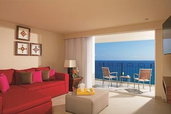 Deluxe Junior Suite Bay View King