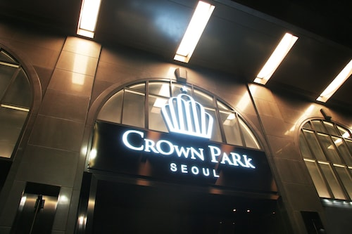 Crown Park Hotel, Jung