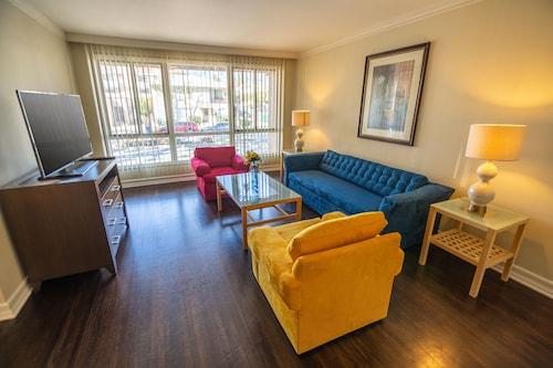 . Cal Mar Hotel Suites