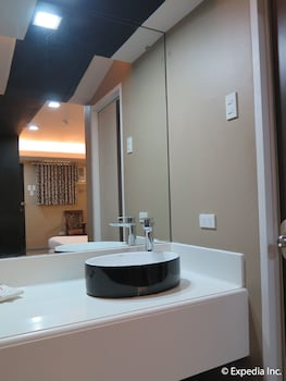Lucky 9 Budget Hotel Davao Del Norte Bathroom Sink