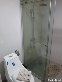 Lucky 9 Budget Hotel Davao Del Norte Bathroom