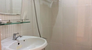 Phuc Loc Hotel - Bathroom  - #0